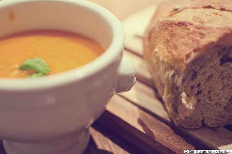 Warming carrot soup