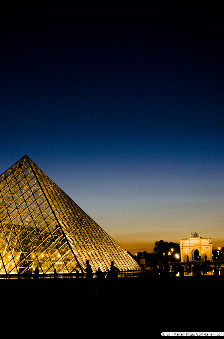 louvre-by-night