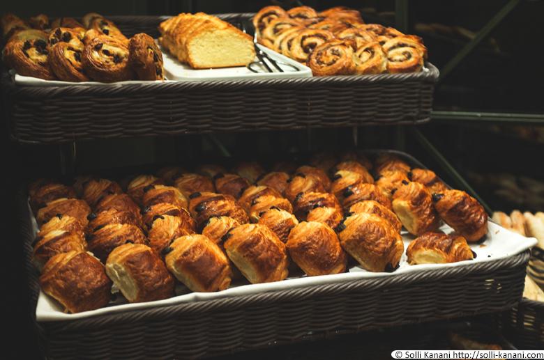 Breakfast bufffet at Hôtel Napoléon in Paris
